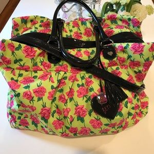 NWOT - BETSEY JOHNSON ROSE OVERSIZED TRAVEL BAG